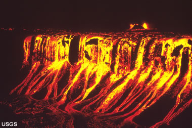 cascading lava at Kilauea