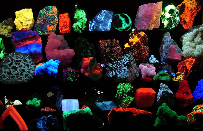 fluorescent minerals - photo by Hannes Grobe