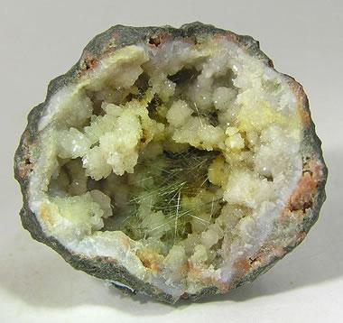 Acicular millerite crystals