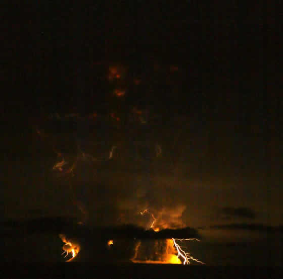 Redoubt Volcano lightning
