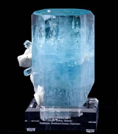 Beryl: The Gem Mineral of Emerald, Aquamarine, Morganite