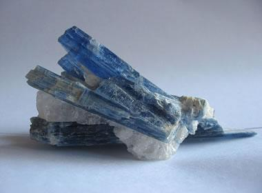 Bladed kyanite crystals