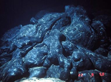 Basalt igneous rock pictures definition uses more for Deep ocean floor definition