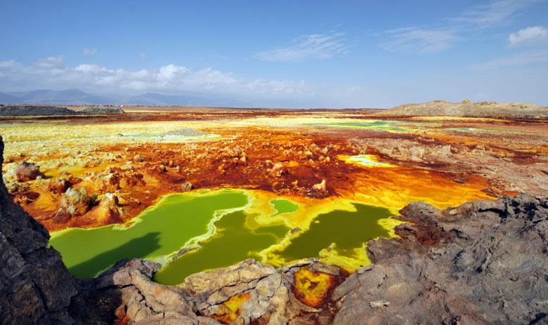 https://geology.com/stories/13/dallol/dallol-crater-panorama.jpg