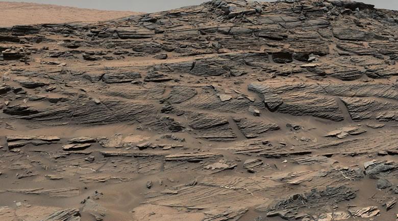Cross-bedding - sand dunes on Mars