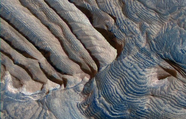 satellite image of sedimentary rocks on Mars