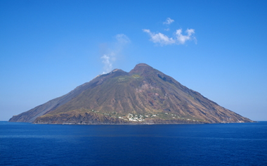 Stromboli Volcano Italy Map Facts Eruption Pictures